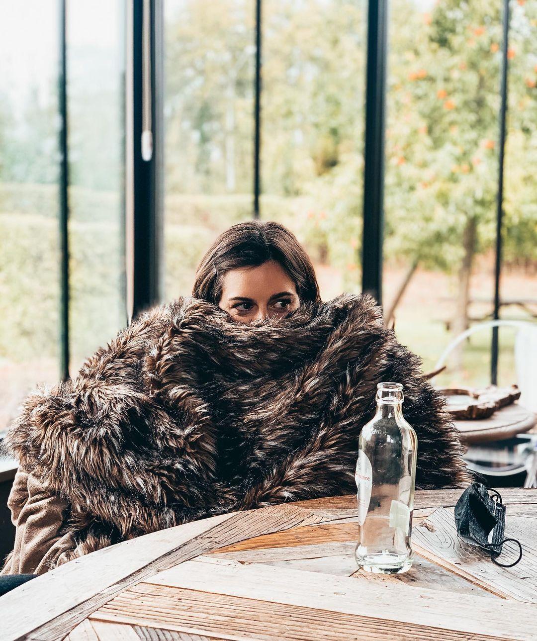 Unlike John Snow, Katrijn knows everything 👀 #curieuzeneuzemosterdpot • #strategytribe #johnsnow #katrijnsnow #officevibes #frolleagues #officeinspo #winteriscoming #tribes #teamwork #employerbranding